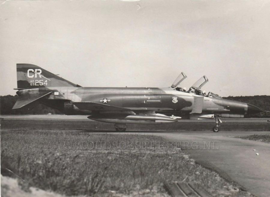 Phantom F4 vliegtuig van de Wolfhounds op vliegbasis Soesterberg